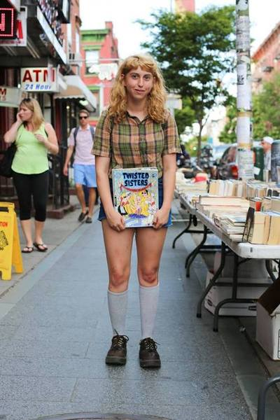 (Hey, is it just me or does this girl remind you of a Robert Crumb drawing too??)