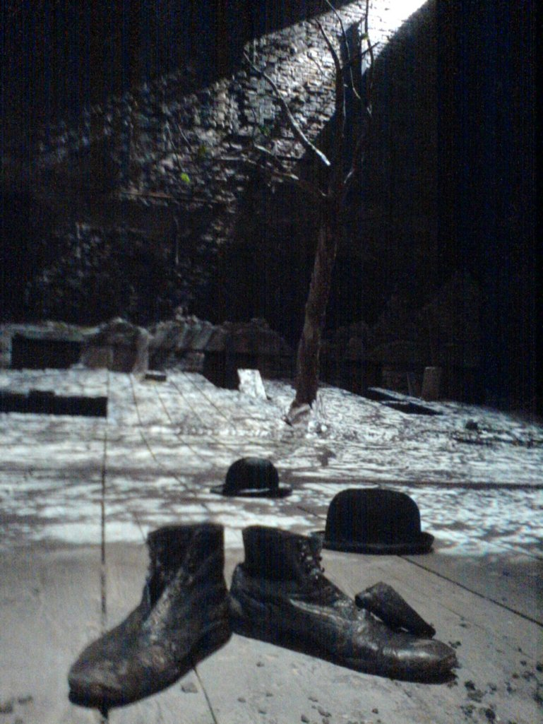 Waiting_for_Godot_set_Theatre_Royal_Haymarket_2009